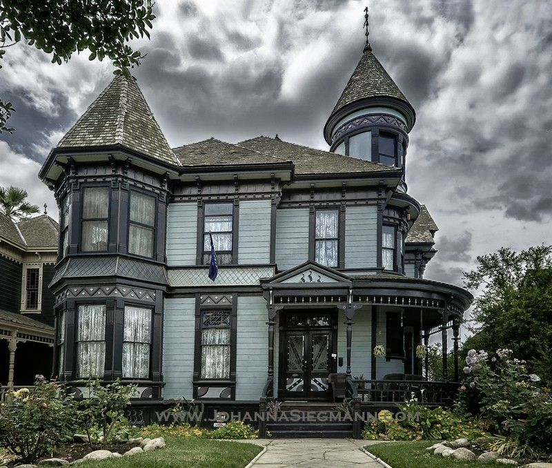 Pin By Terri Meijer On 0 0 Victorian Houses Victorian Homes Modern Architecture House Victorian Architecture