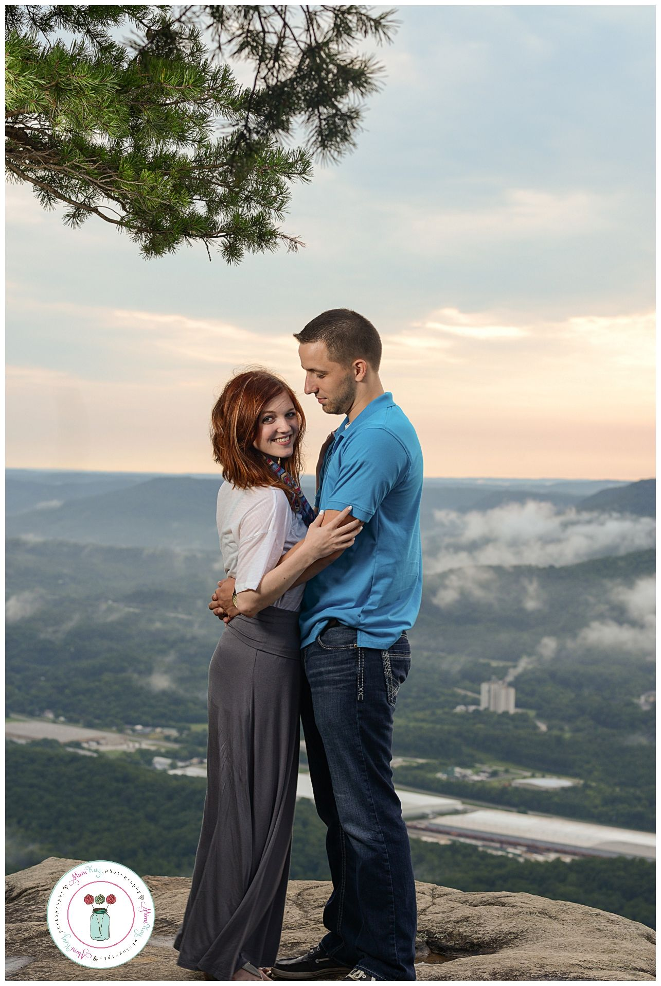 Sunset Rock Engagement Session On Lookout Mountain In Chattanooga Tn By Wedding Photographers
