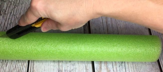 Upcycle Your Summer Pool Noodles Into A Crafty Faux Stone Column #poolnoodlewreath Pool noodles are sold everywhere now that it's summer and depending where you shop, you can purchase them for only $1. Here is a unique idea to make a decorative stone column using those inexpensive pool noodles. pool noodles   planter columns   noodles   summer   diy home decor   craft decor   upcycle   upcycled   diy pool noodle upcycle #poolnoodlewreath