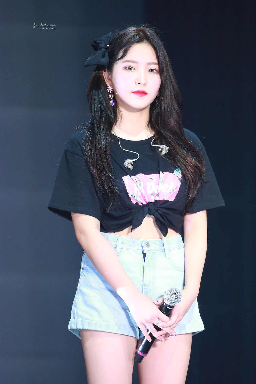 Pin Oleh Best Of K Pop Di Ye Ri Pakaian Wanita Beludru Merah Gaya Model Pakaian