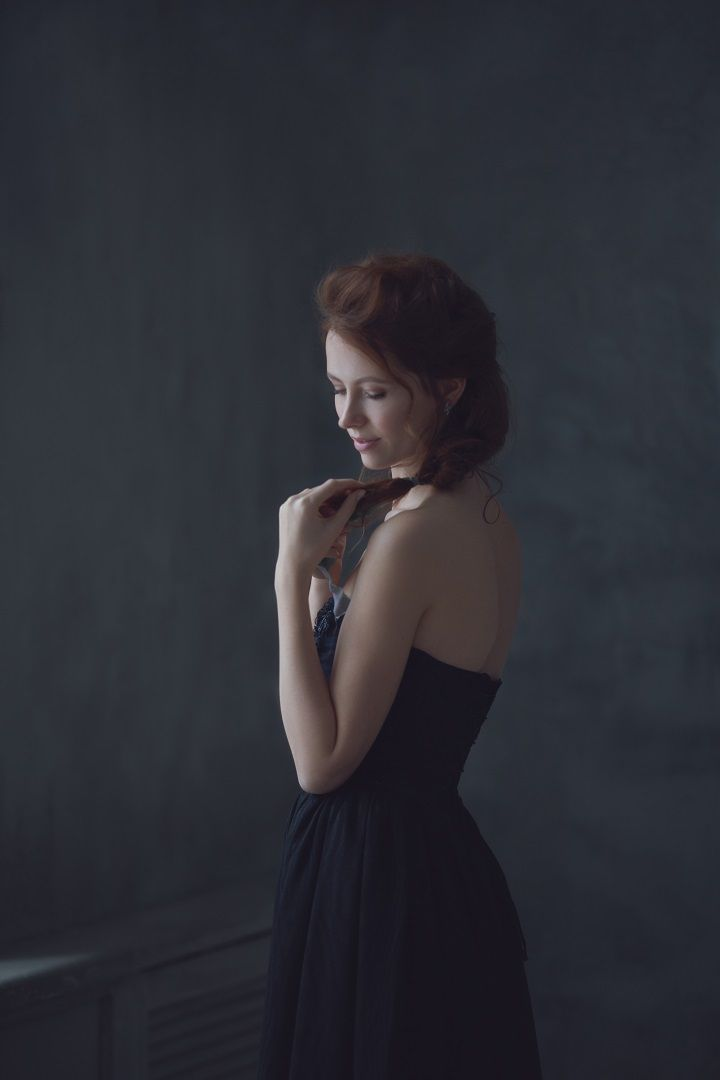 Strapless Black wedding gown | fabmood.com #wedding #weddinggown #short #weddingdress #winter #weddingblog