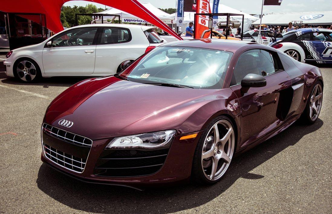 burgundy R8 V10