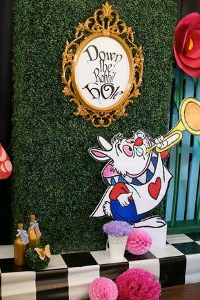 Resultado de imagen para party alice in wonderland decorations