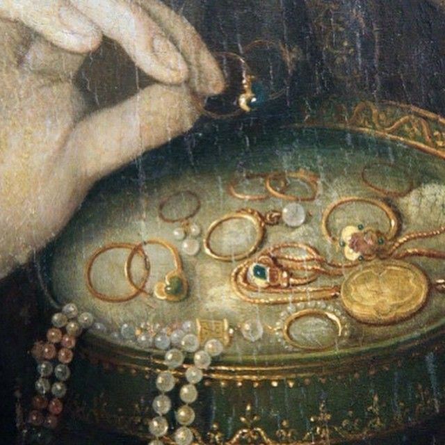 detail Woman at her Mirror School of Fontainebleau  French, 16th century #packingupforatradeshow #currentsituation #somethingsneverchange #Couture #coutureready #lovegold #lovegoldlive #foreveragau