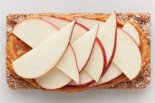 Collation aux pommes, au beurre d'arachide et à la sauce sriracha