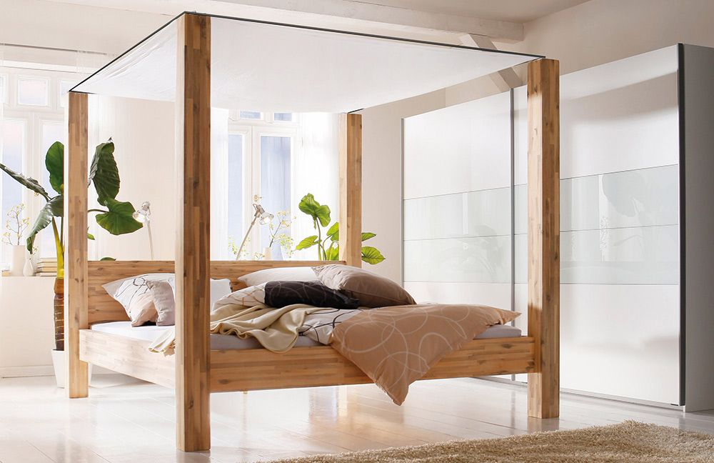 massives Himmelbett aus hochwertigem Akazienholz