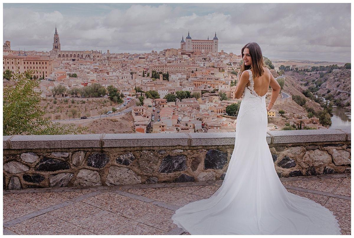 Beatriz Es La Mejor Fotógrafa De Bodas En Ciudad Real Toledo España Especializada En Fotografía Emocional Para H Wedding Dresses Lace Wedding Dresses Dresses