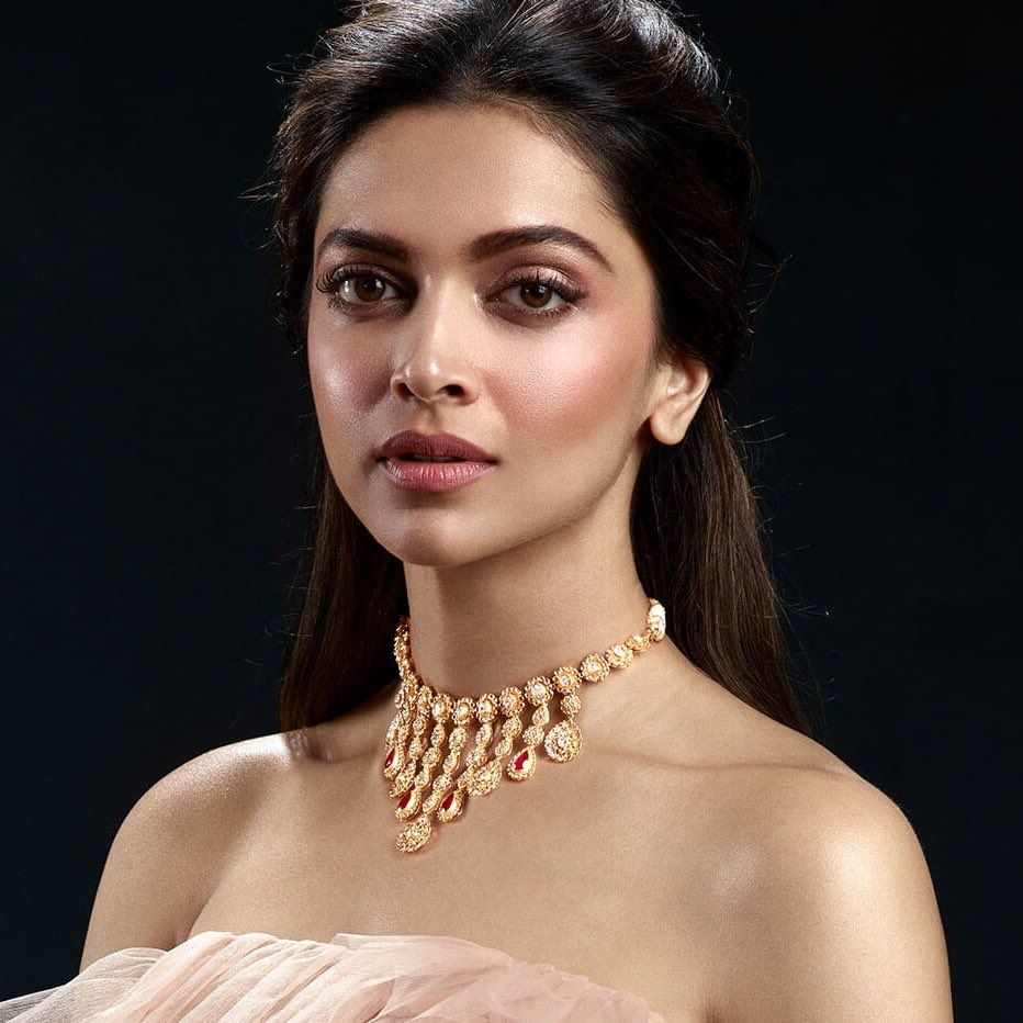 Follow My Favorite For More Updates Sahna Kurra Deepika Hairstyles Deepika Padukone Style Deepika Padukone