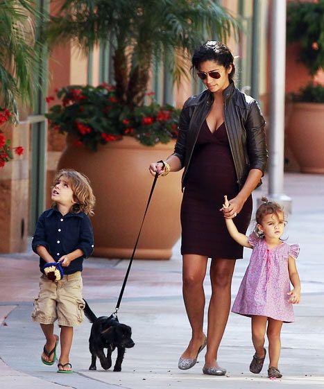 Sofa You Love Thousand Oaks: PIC: Pregnant Camila Alves Wears Tight Dress, Walks New