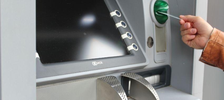 ¡Ojo! estas son las nuevas reglas que aplicarán para retirar dinero de cajeros automáticos