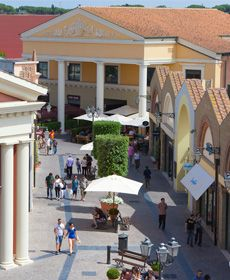 Designer outlets in Rome. Treat yourself! | Shopping in Italy ...