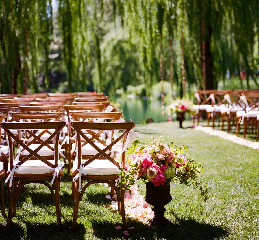wedding ceremony ideas. Photo: Meg Smith Photography. To see more: www.modwedding.com