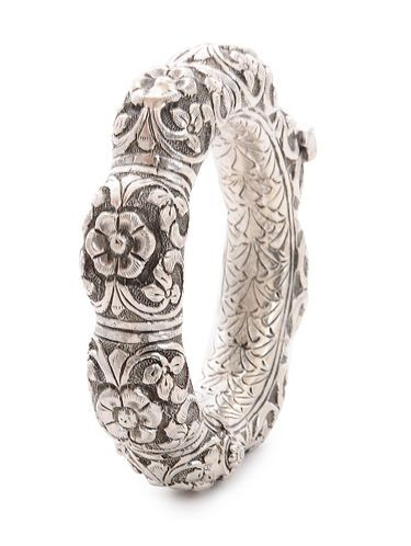 d3f8b24f25 Hinged Opening Tribal Silver Bangle with Floral Motif (Bangle Size -2/4)
