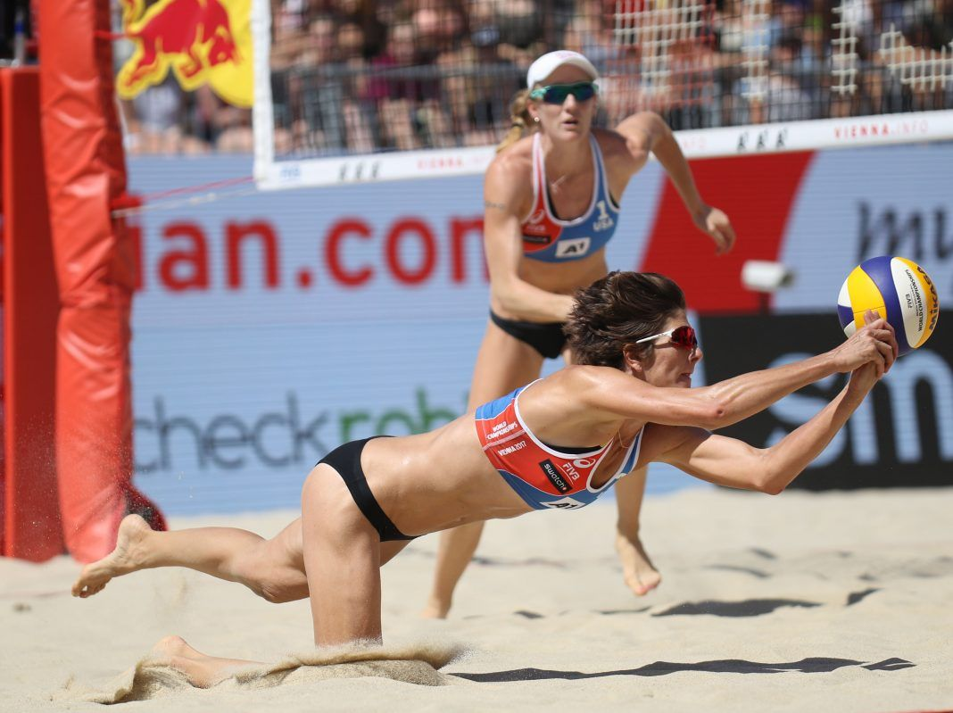 Fivb Vienna All Four Usa Women S Team Into Winners Bracket Volleyballmag Com Women Volleyball Beach Volleyball Fivb Beach Volleyball