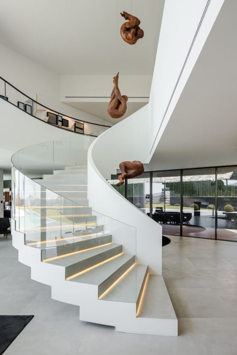 The Fraiao House by TRAMA Arquitetos A curved whit