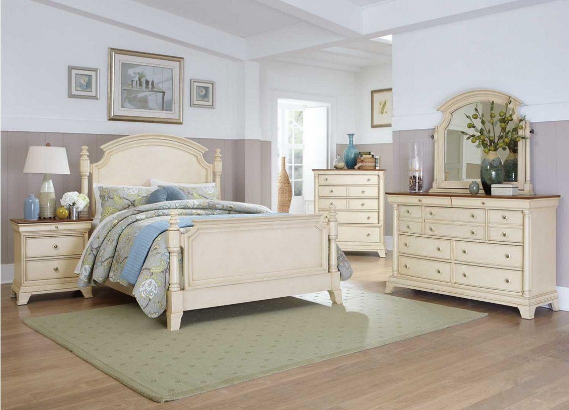 1093 Dormitorio sin armario con cama con columnas y cabecero curvo ...
