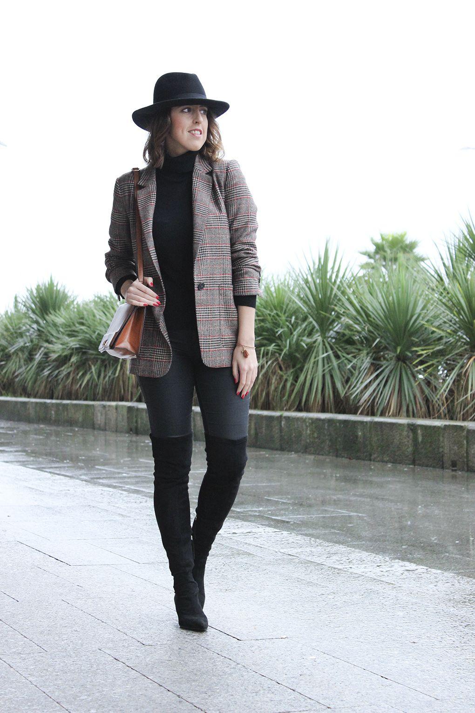 outfit-botas-altas-ante-negras-zara-americana-cuadros-sombrero -bolso-marron-blog-moda-galicia f9d88a4f545