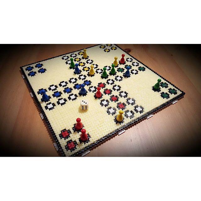 mensch rger dich nicht ludo hama beads by perlienchen beads pinterest b gelperlen b gel. Black Bedroom Furniture Sets. Home Design Ideas