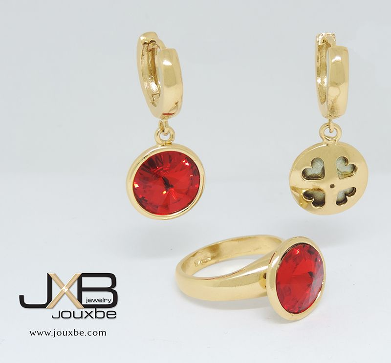 26f15202f805 Set de aretes y anillo con piedra roja