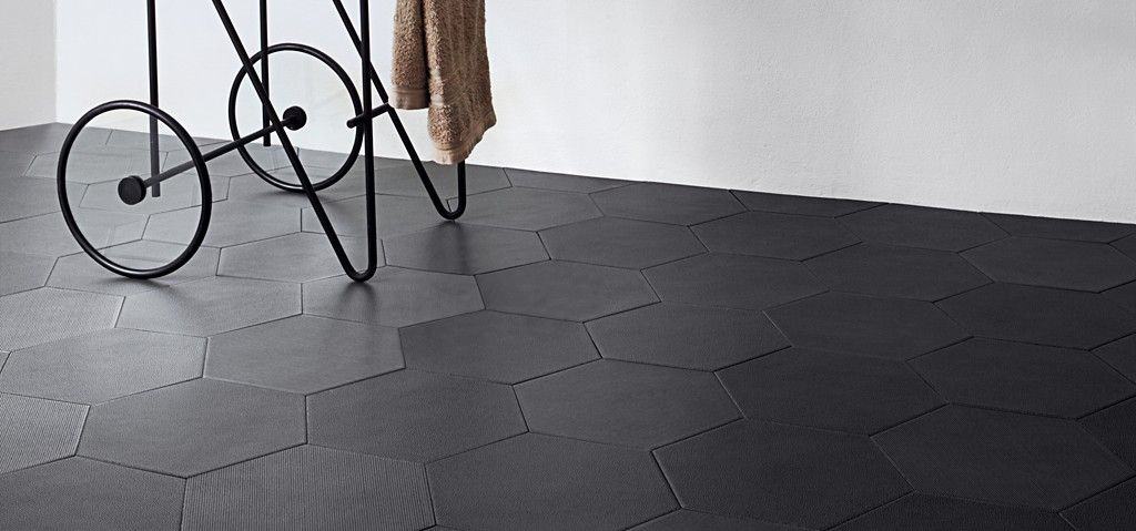 Sun Rm Tile Option 9 3 8 X 10 7 Linea Hexagon And Pebble Field In Charcoal