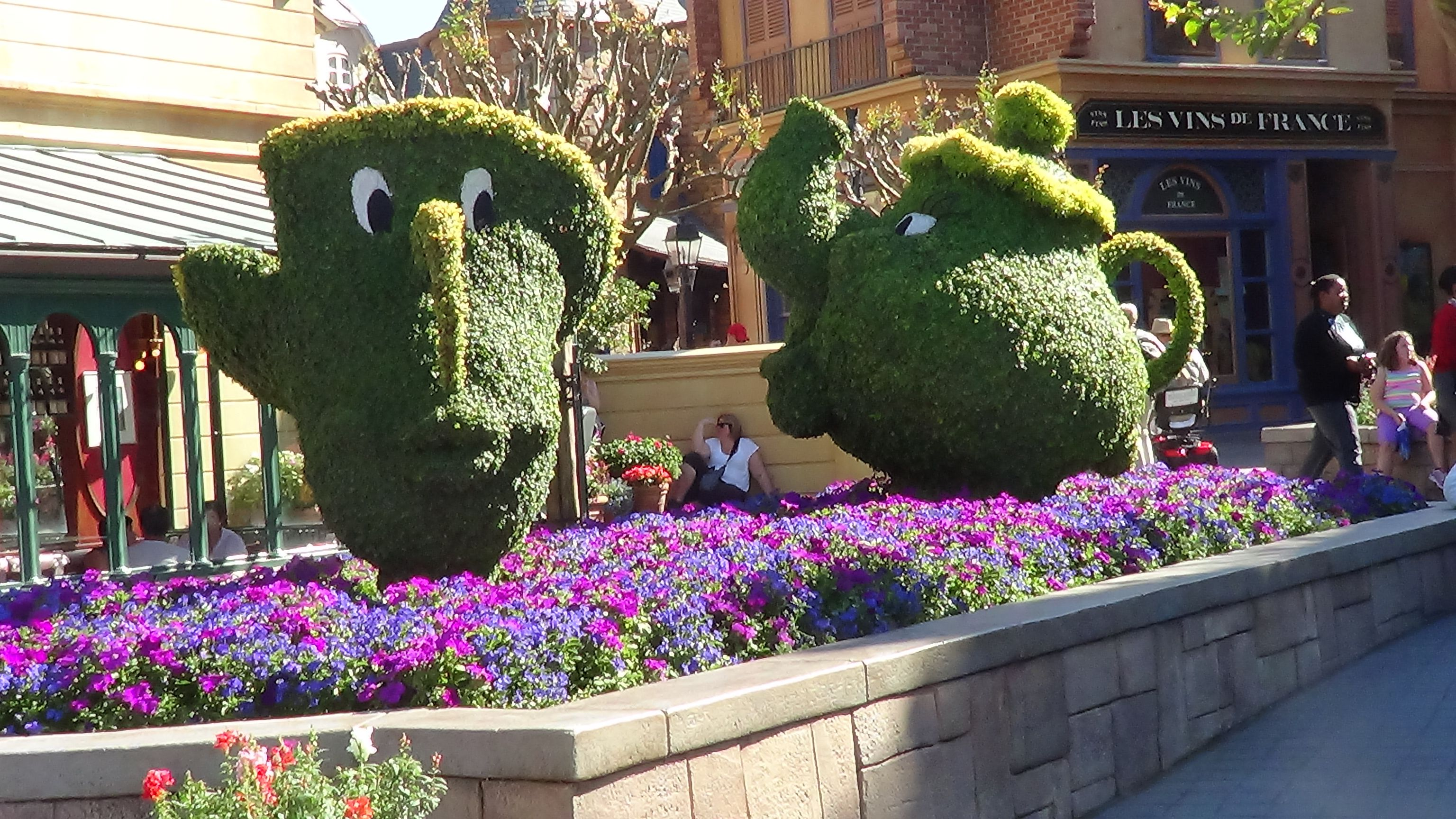 EpcotFlowerGardenFestival Epcot Chip and Mrs. Potts are