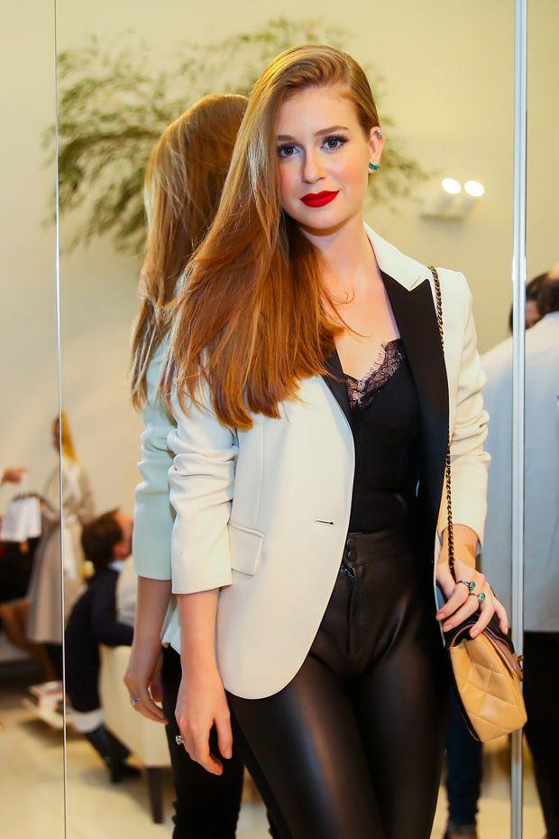 e61ec674f3 Marina Ruy Barbosa elege calça de couro para evento de beleza com Luma Costa