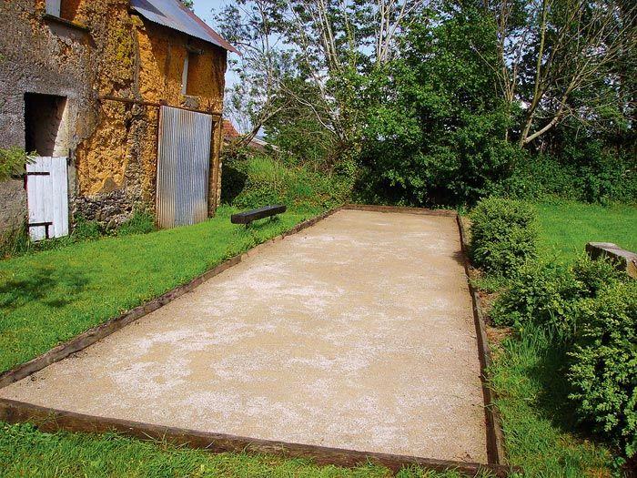 Fabriquer un terrain de pétanque Patios, Porch and Construction - assainissement d une maison