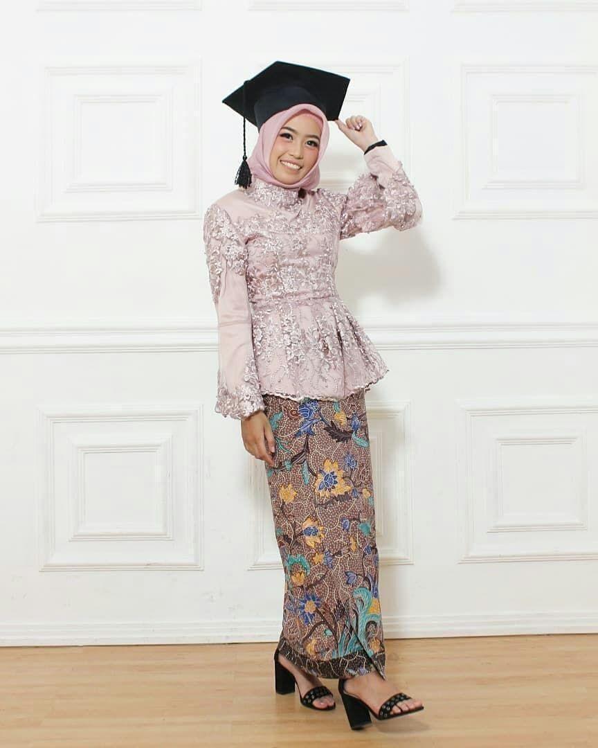 9 Model Kebaya Wisuda Modern 9 Simple Elegan HijabTuts  Model