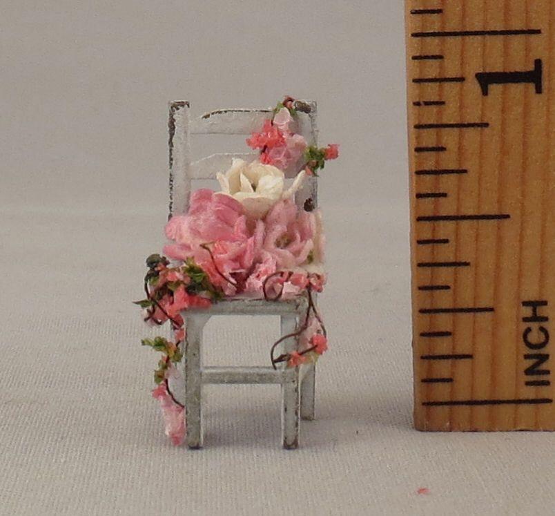 """Casa de muñecas miniatura Shabby Chic silla con flores bajo bóveda 1/4"""" cuarto: escala de vidrio de miniholiday en Etsy https://www.etsy.com/mx/listing/288761439/casa-de-munecas-miniatura-shabby-chic"""