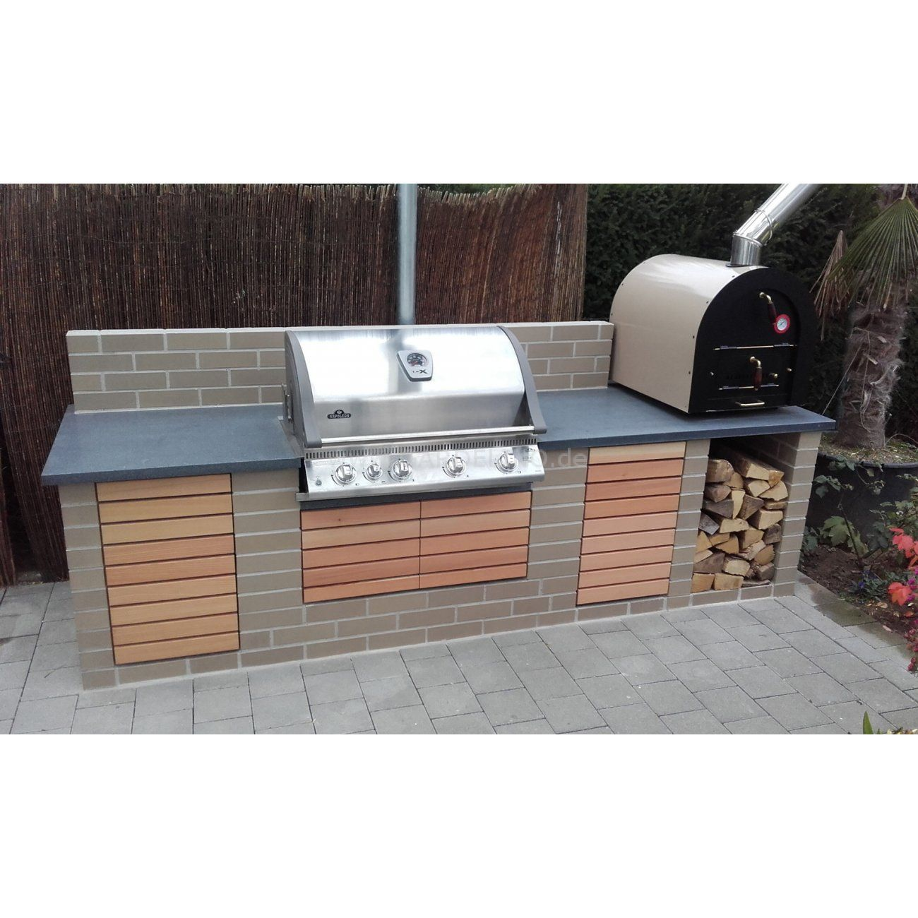 Outdoorkuche Mit Napoleon Grill Und Valoriani Pizzaofen Aus Holz Und Stein Simple Outdoor Kitchen With Na Pizzaofen Eingebauter Grill Design Fur Aussenkuche