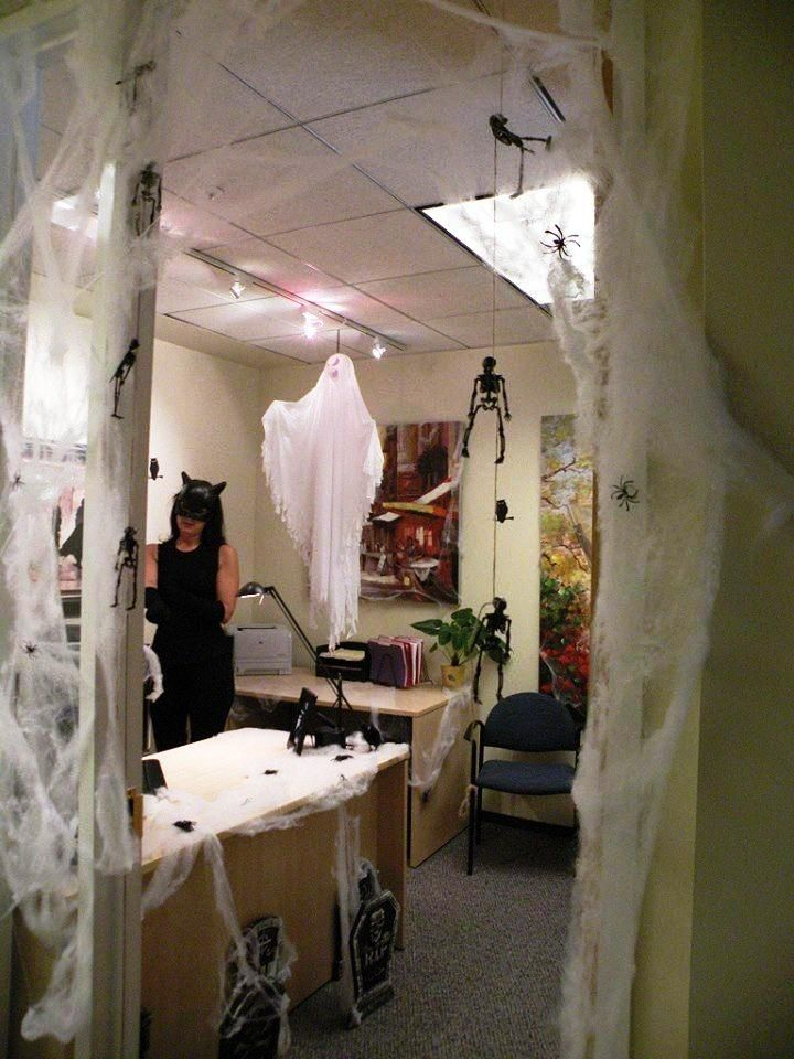 20 Amazing Office Halloween Decorations Ideas With Images