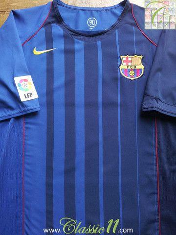 experiencia raya Hermanos  Relive Barcelona's 2004/2005 season with this vintage Nike away football  shirt.
