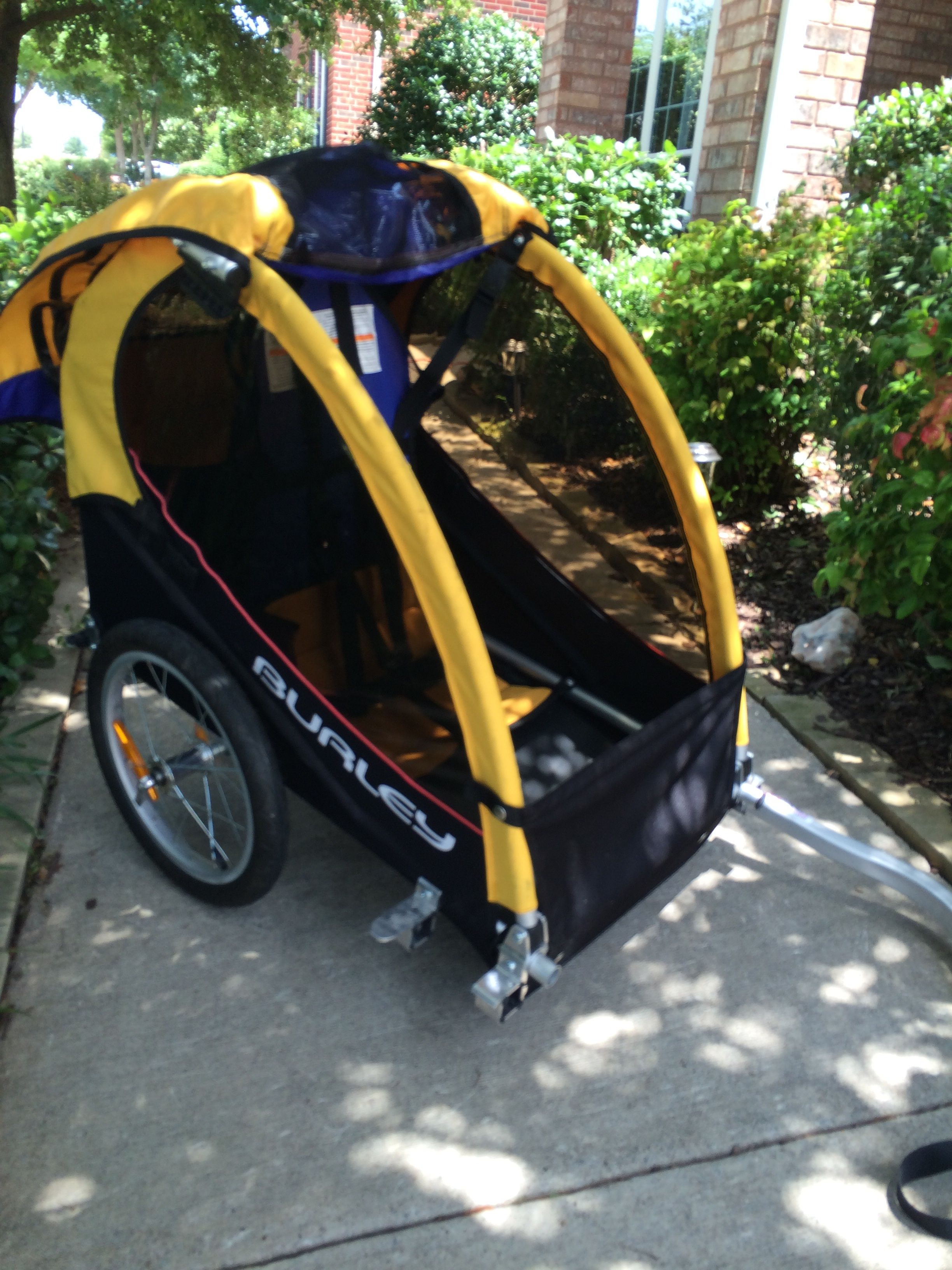 Burley Bike Trailer Solo In Amberbaity S Garage Sale Mckinney Tx Bike Trailer Trailers For Sale Garage Sales