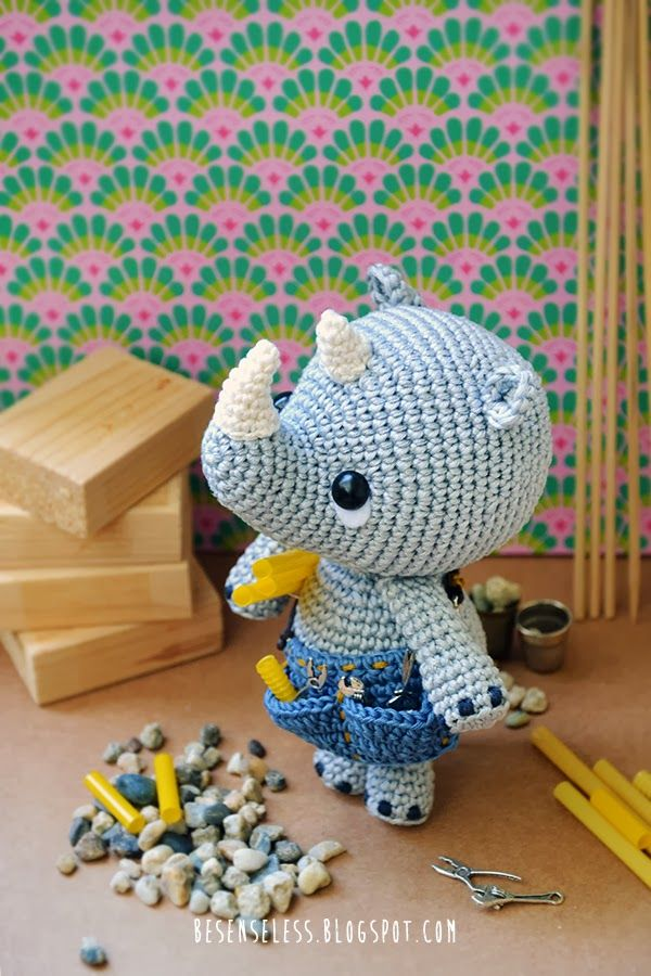 Pippo the rhino, the amigurumi plumber => Super duper cute