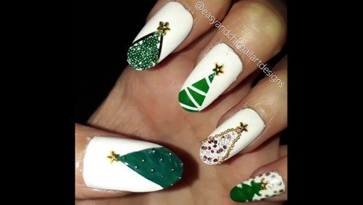 How to make easy Christmas tree nail art? #easyandchicnailartdesigns #nails #nailart #nailartdesign #nailartdesigns  #naildesigns #christmasnails #christmas #diynails #diynailsathome #howto #manicure #manucure #manikür #oje #nailpolish #nailpolishart #naillove #naillover #naillovers