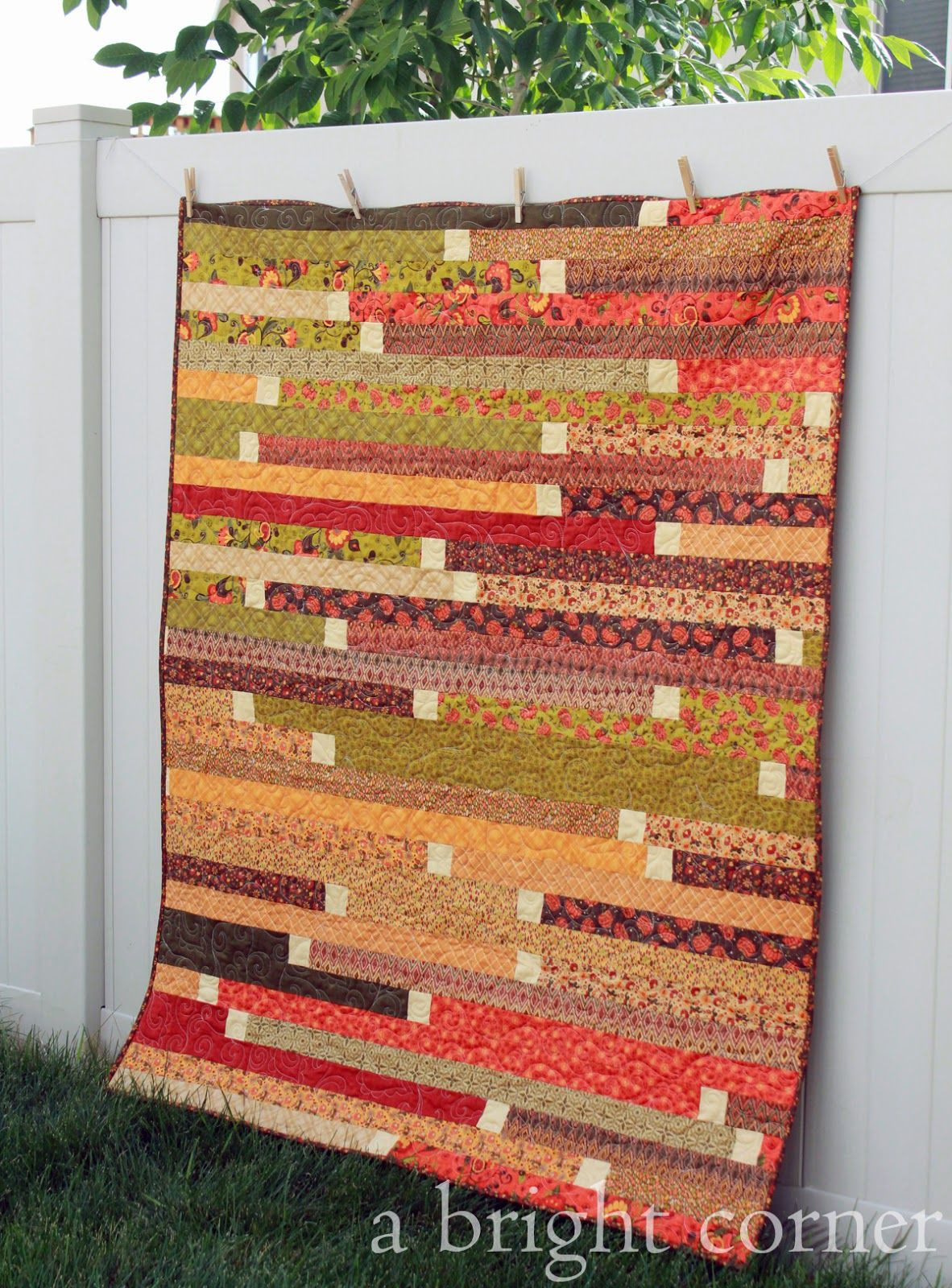 Jelly Roll Quilt Patronen.Jelly Roll Racin A Bright Corner Quilts