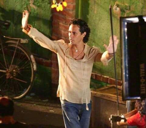 """Marc Anthony on set """"Valio La Pena"""" vid"""