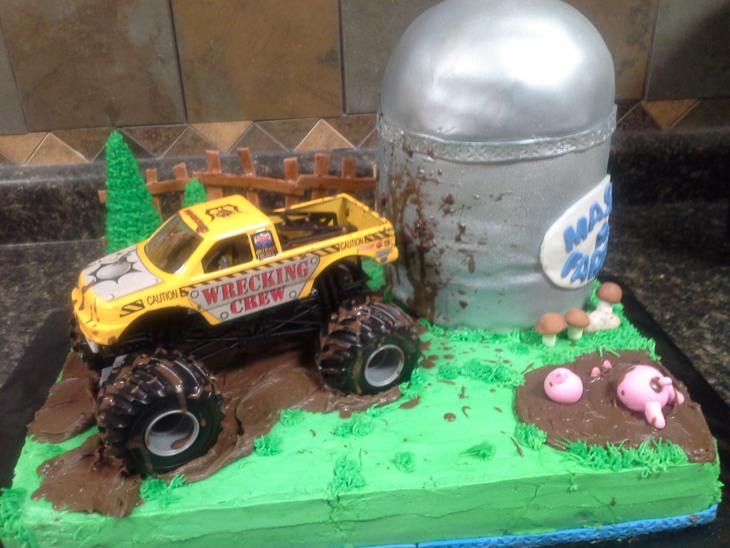 Truck and silo cake     by BLC