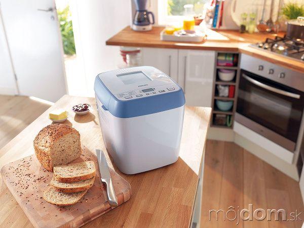 Sú ako malý automat, ktorý premení múku, droždie avodu na bochník sendvičového chleba. Hoci chlebopiecky vyvinuli pre celiatikov, aby si mohli doma pripraviť zo špeciálnych zmesí čerstvé pečivo, obľúbili sme si ich takmer všetci. Vôňa pečúceho sa chleba je nenapodobiteľná.