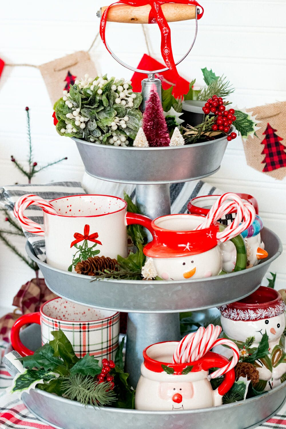 How to Make a Simple but Adorable Farmhouse Christmas Tray