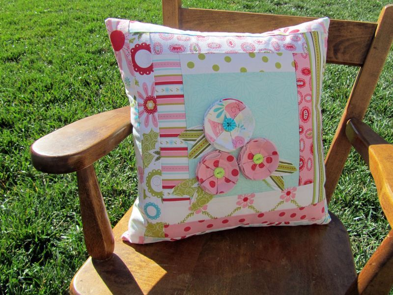 sweet divinity flower pillow tutorial  #quilting #pillows #sewing #tutorial