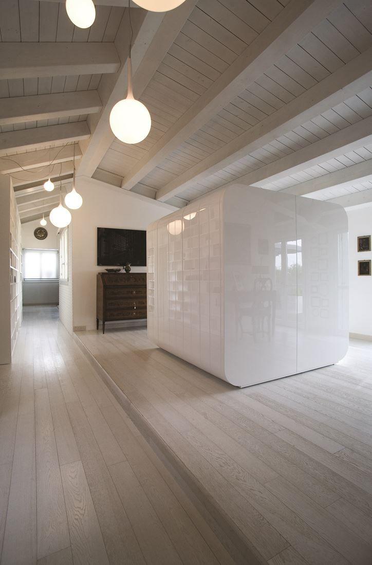 Una mansarda con un ampio terrazzo a Modena | Attic, Attic loft and ...