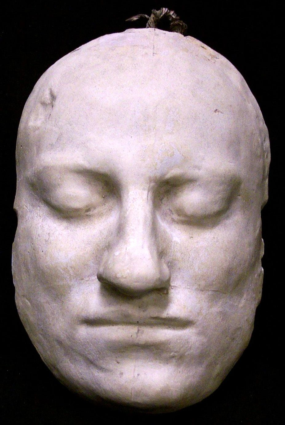 The death mask of Vysotsky was sold for 55 thousand euros. 25.11.2015 99