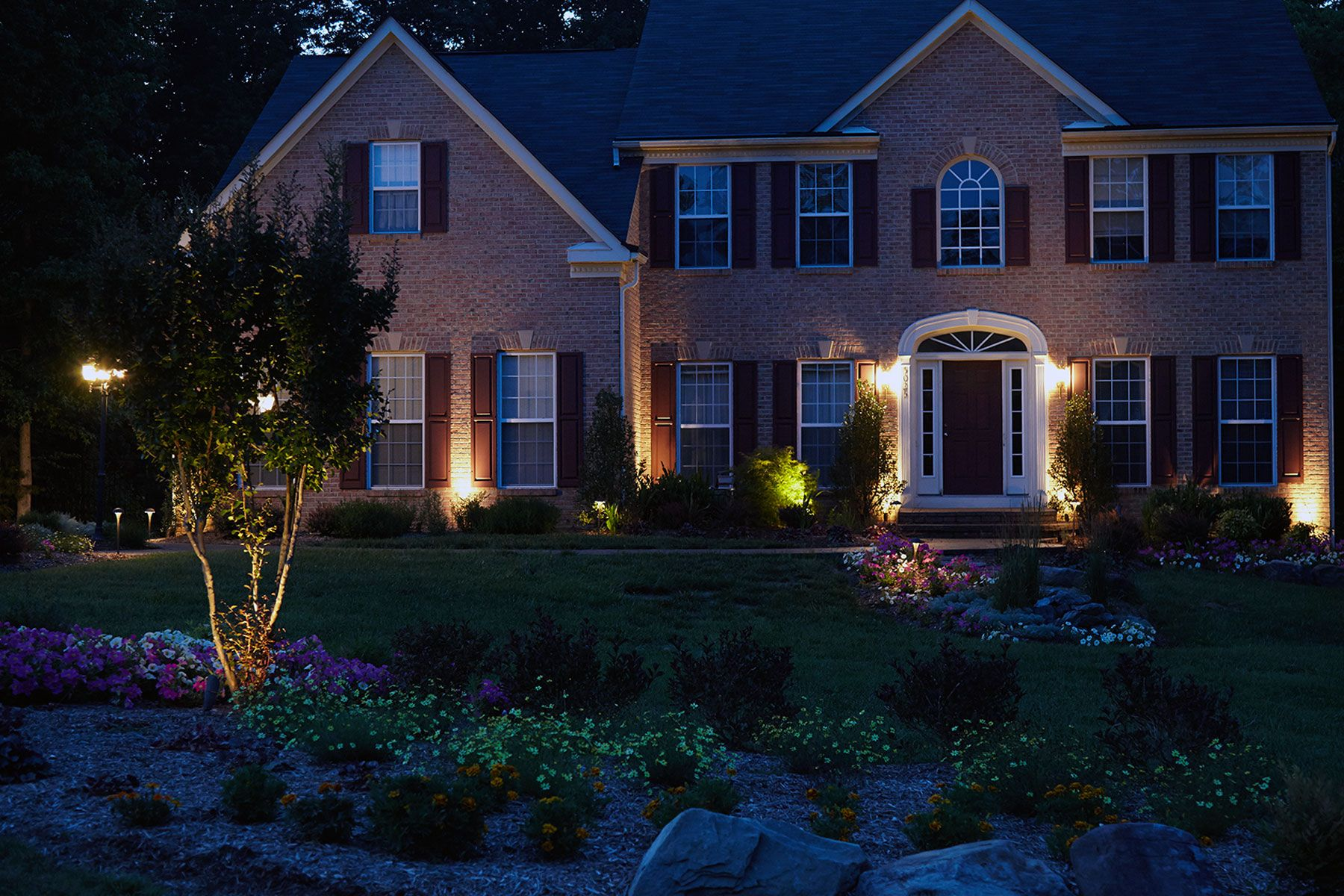 Www Sharpercut Com Brandywine Md Front Entry Way Hardscapes And Plantings Night Lighting House Styles Landscape Lighting Hardscape