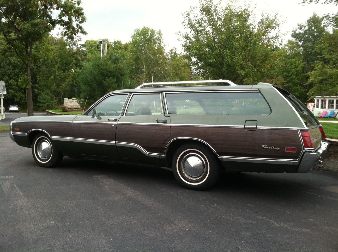 '71 Chrysler Town & Country Station Wagon