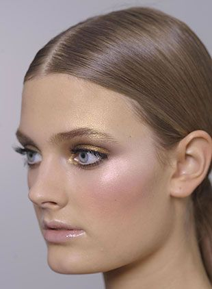 ultra light gold and soft pink look..