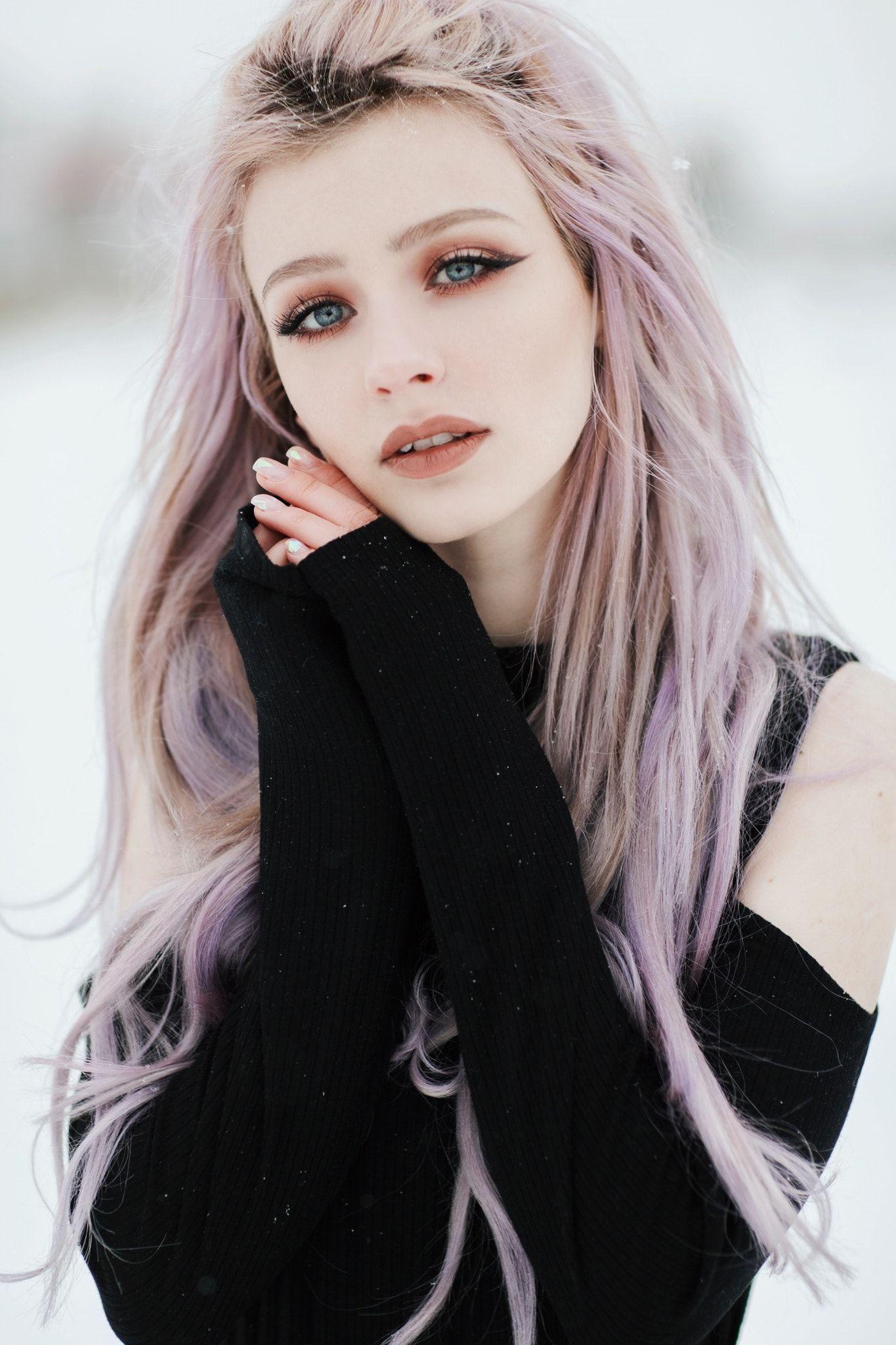 Dyed Pink Hair And Blue Eyes Character Inspiration Cabello De Color Pastel Peinados Kawaii Inspiracion De Cabello