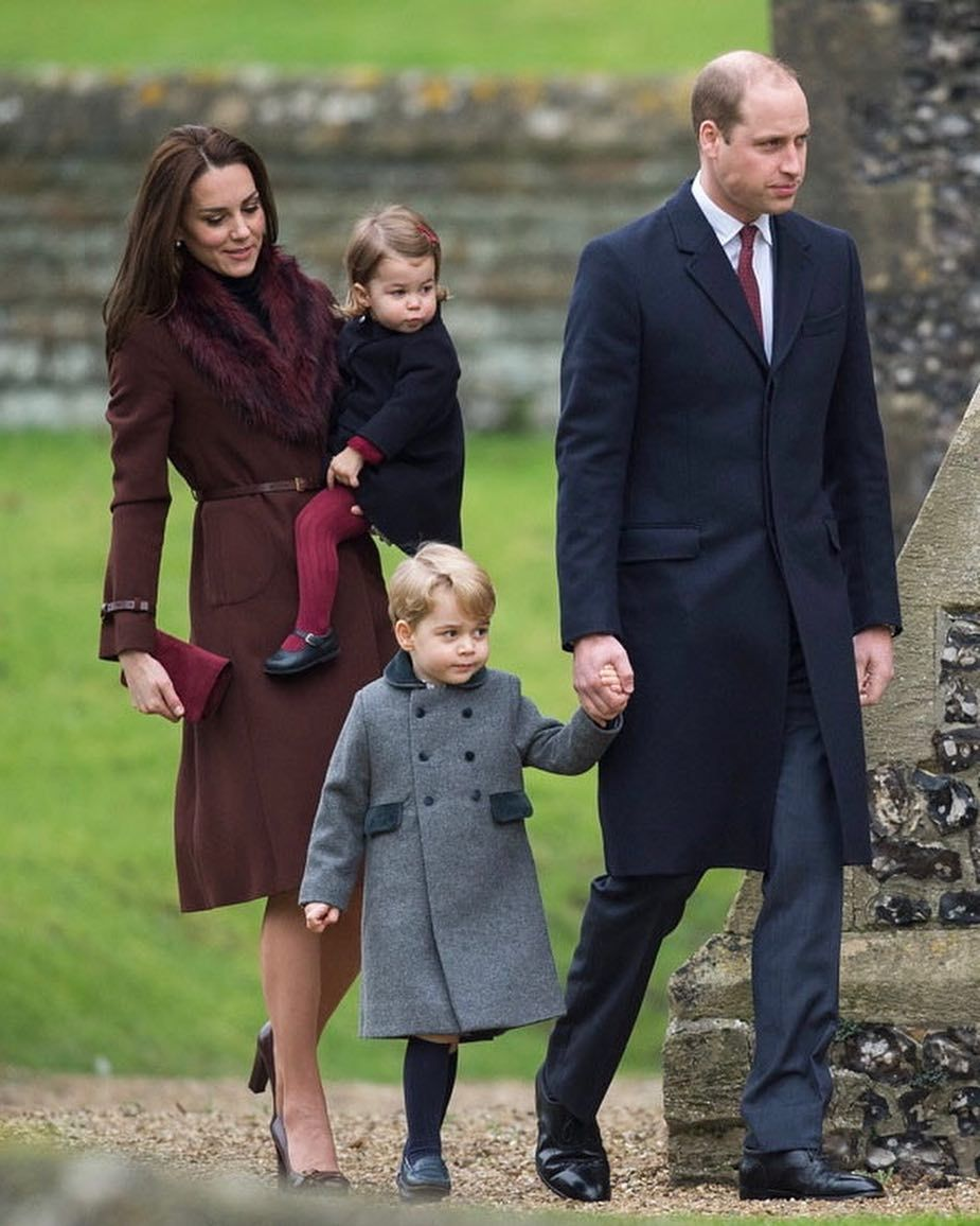 fdca285cdd0 Fancy sending a Christmas card to the Royal Family this year  Here s how to  do it! ✉ Each year the British Royals get thousands Christmas…