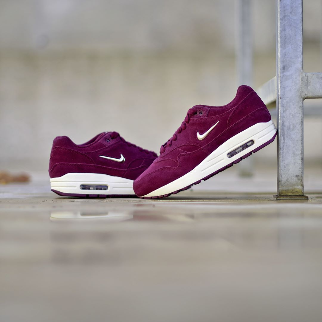 Nike W Air Max 1 Jewel Bordeaux . DisponibleAvailable
