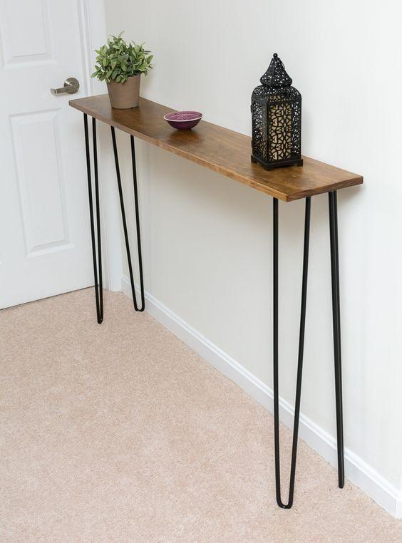 sehr schmaler konsolentisch mit haarnadelschenkeln f r den kleinsten eingangsbereich. Black Bedroom Furniture Sets. Home Design Ideas